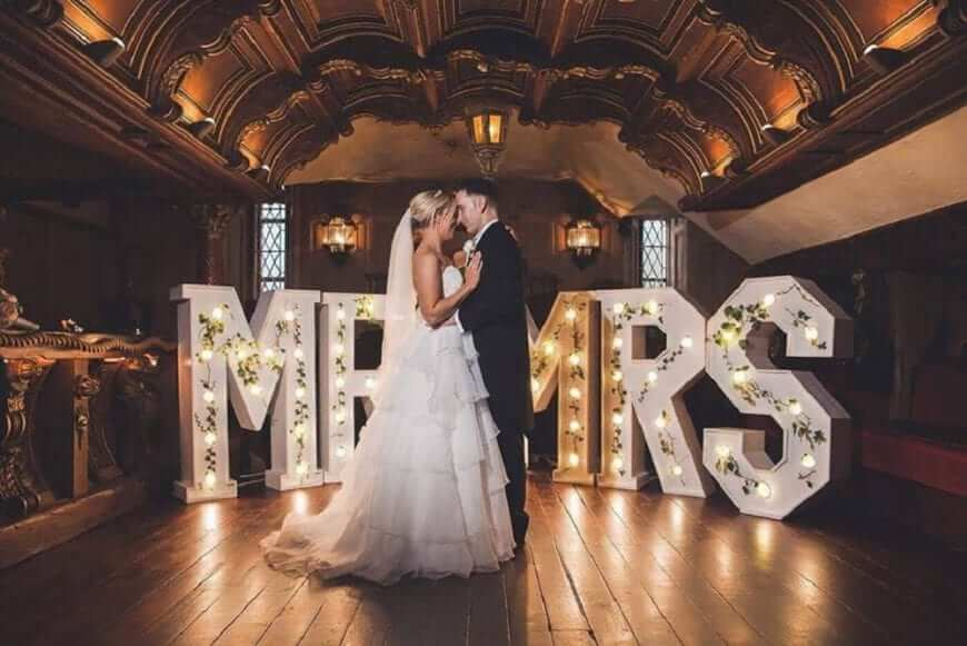 Giant Letters Mr & Mrs With Ivy Dressing 1000